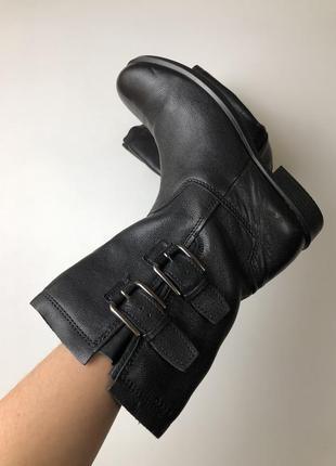 Ботинки деми ecco. новые  размер 39 натуральная кожа
