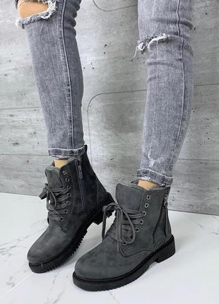 Зимние ботинки серого цвета, серые тёплые ботинки на низком каблуке.