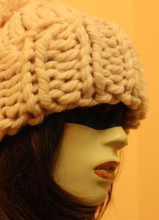 Класна  масивна шапка oysho
