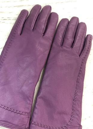 Кожаные фиолетовые перчатки