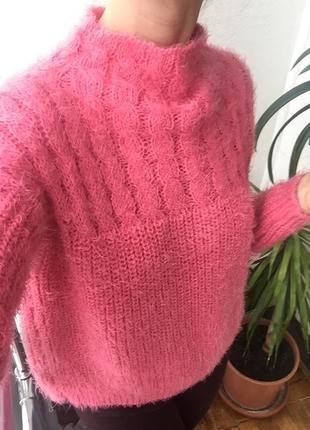 Мягкий тёплый пушистый трендовый свитер с высоким горлом