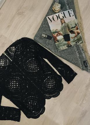 Кружевная чёрная блуза на змейке