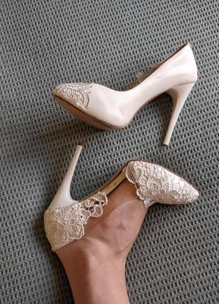 Белые туфли с кружевом, свадебные