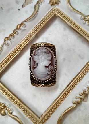 Массивное кольцо с камеей