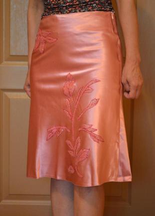 Юбка розовая атласная с аппликацией, размер 44