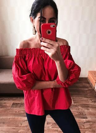 Блуза красная воздушная с открытыми плечами