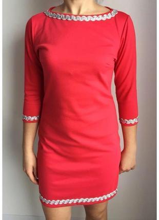 Красное платье, червона сукня.