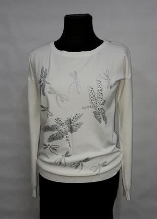 Белый нарядный свитер со стрикозами