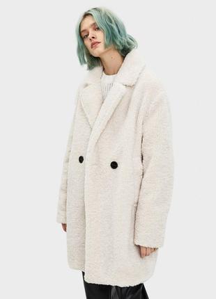 Новое меховое пальто bershka