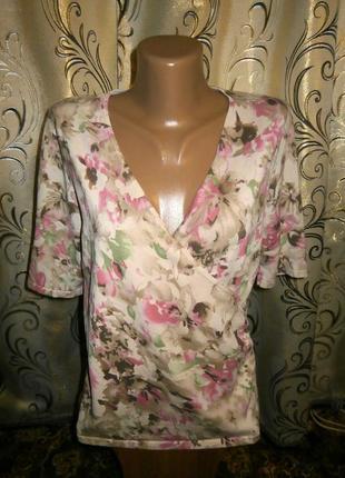 Очень красивая женская кофточка с цветочным принтом