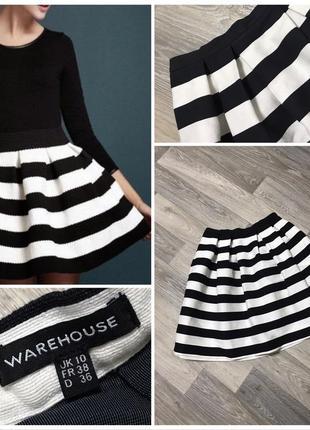 Полосатая черно-белая пышная юбка.