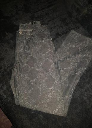 Летние и легкие брюки versace