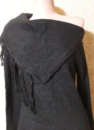 Теплый свитер с оригинальным воротом