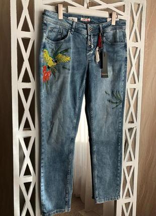 Крутые джинсы с вышивкой street one