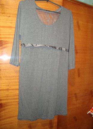 Кокетливое платьице с кружевной вставкой на спинке