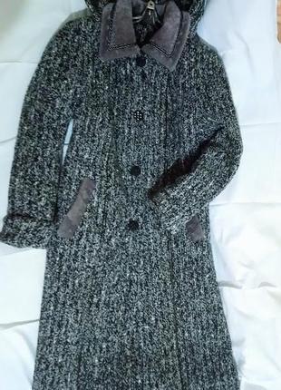 Красивое пальто 🧥 букле с капюшоном.