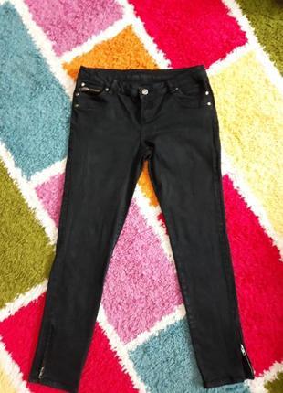 Чорні джинси з замочками