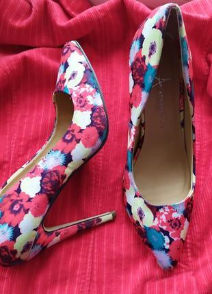 Туфли лодочки острые носочки цветочный принт красный яркий тканевый для фотосессии