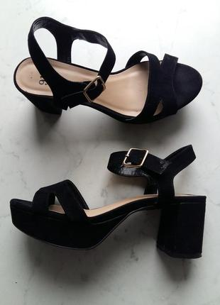 Стильные босоножки на широком устойчивом каблуке new look 36 размер