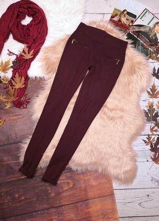 Облегающие бордовые брюки цвета марсала от zara