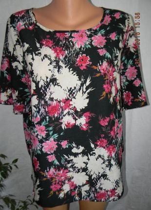 Красивая блуза с принтом цветы большого размера