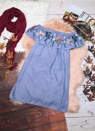 Джинсовое платье с воланом на плечи с вышивкой
