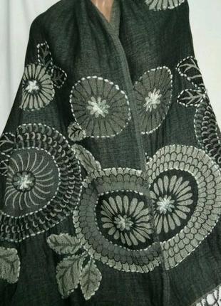 Большой палантин с вышивкой , двухслойный, 100% шерсть, р. 72 х 195 см., индия