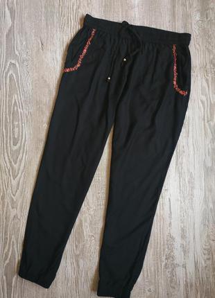 Лёгкие зауженные брюки на резинке f&f размер 14-16