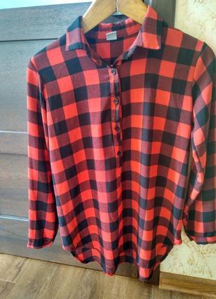 Класна шифонова блуза в клітинку, плотного шифону, зад довший