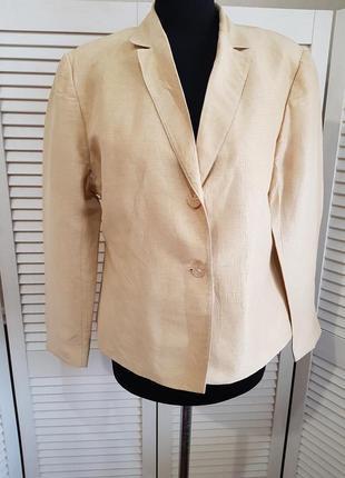 Стильный светлый пиджак жакет valentino