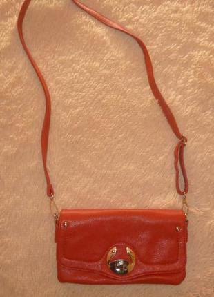 Класна червона сумочка-клатч в відмінному стані.