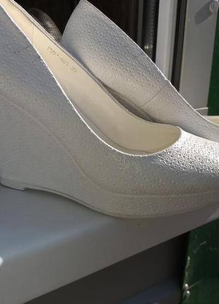 Свадебные туфли на устойчивой танкетке