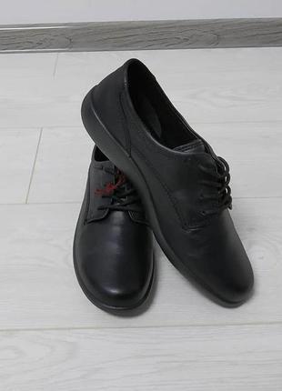 Зручні класні шкіряні туфлі.