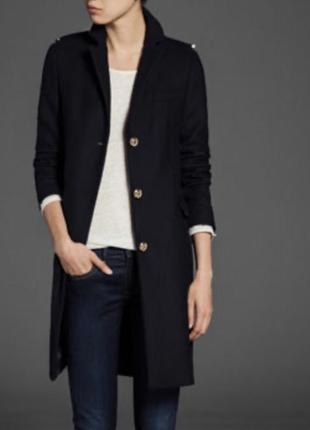 Шерстяное тёплое пальто прямое с погонами