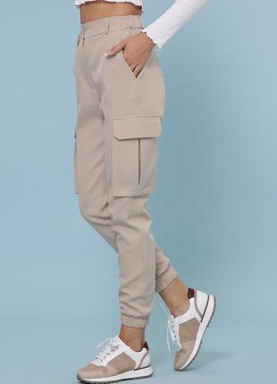 Бежеві штани карго
