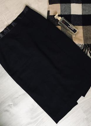 Чёрная облегающая юбка карандаш