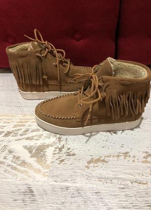 Новые натуральные фирменные ботинки на овчине 36р.