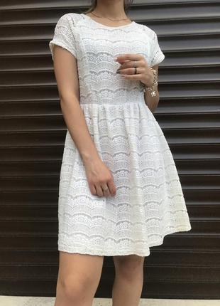 Ажурное модное белоснежное платье