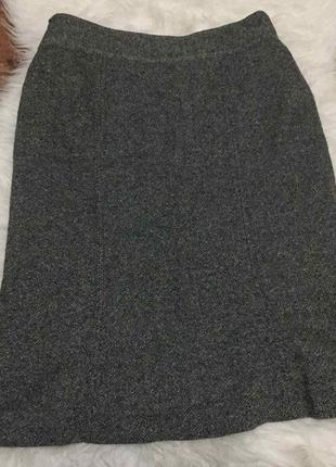 Серая классическая стильная базовая юбка по колено