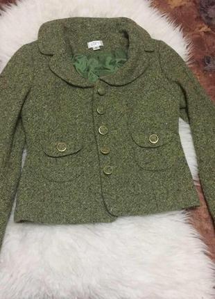 Зеленый стильный плотный теплый пиджак