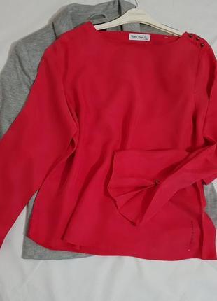 Красная интересная блуза с  пышными рукавами