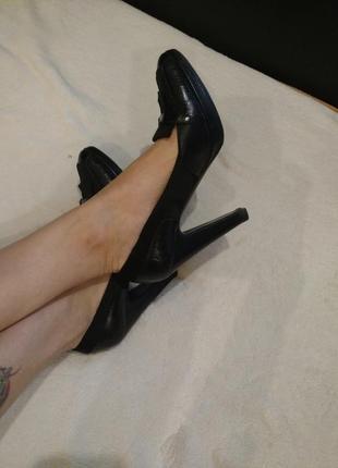 Шикарные туфли итальянского бренда