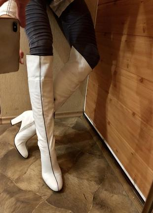 Белые ботфорты basconi