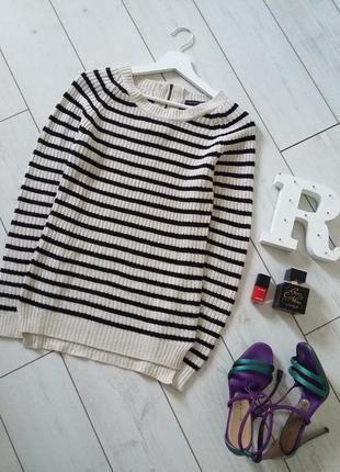 Стильный вязаный свитер в полоску