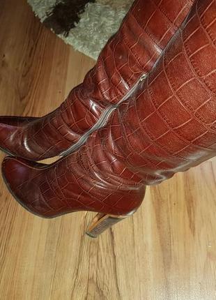 Высокие, коричневые, кожаные сапоги