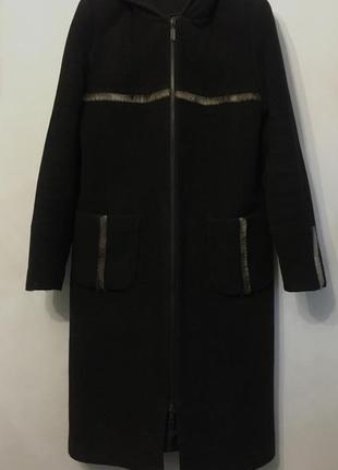 Шерстяное зимнее пальто с капюшоном