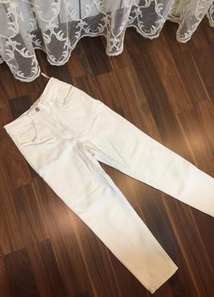 Белые mum джинсы