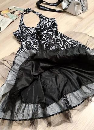 Стильное коктейльное платье миди пышное черно-белое вечернее