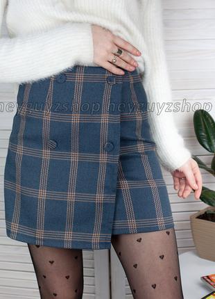 Короткая мини юбка в клетку темно-синяя с пуговицами теплая на запах