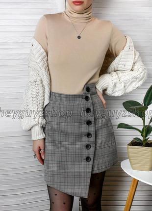 Светло-серая мини юбка в клетку асимметричная на пуговицах теплая на подкладке